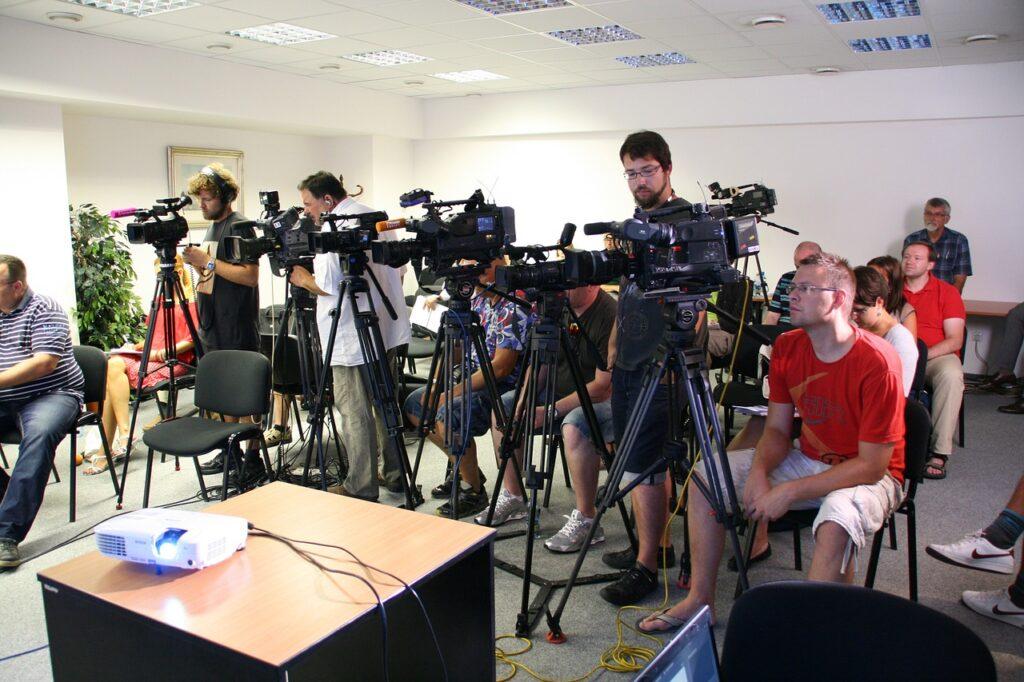 Press Conference Journalist Media  - ivanacoi / Pixabay